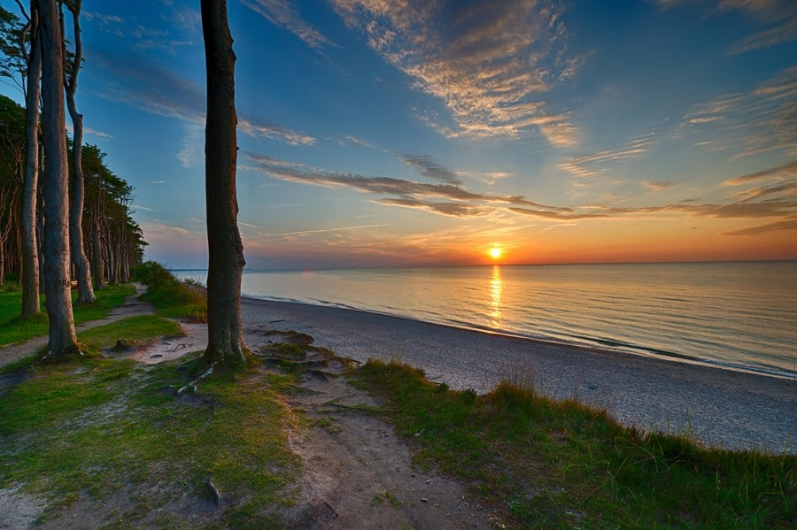Sonnenuntergang-über-der-Ostsee_beim-Geisterwald-von-Nienhagen_01